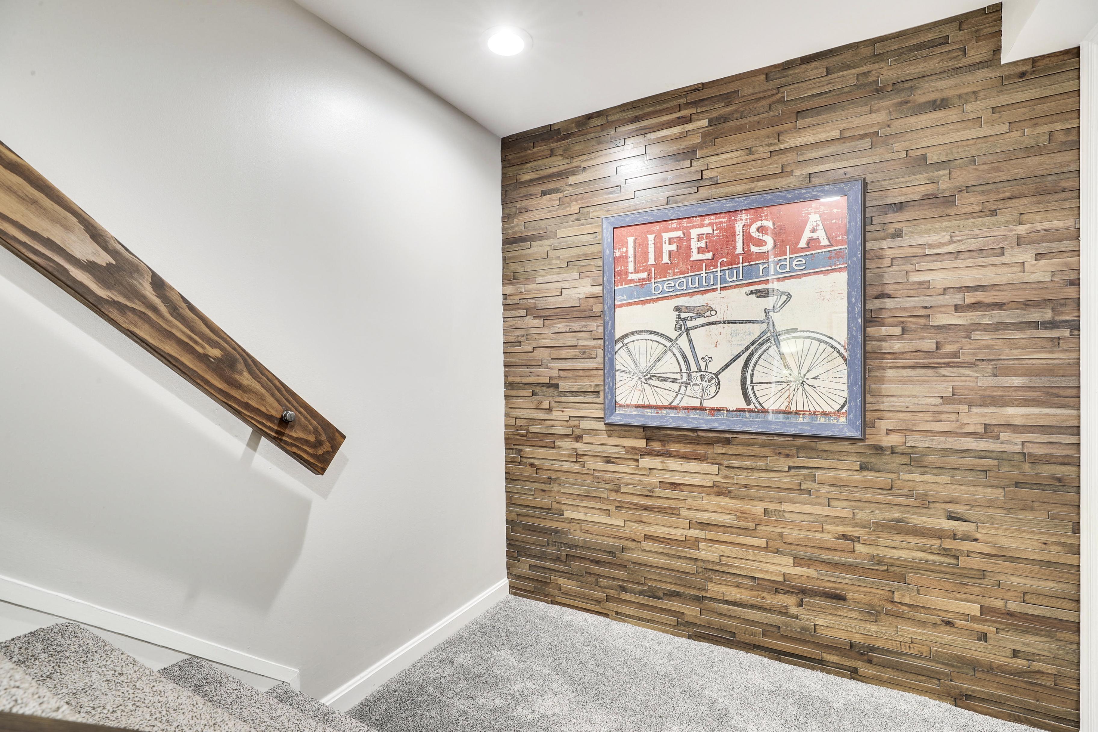 Interior-Landing Wood Wall Detail-12I6842