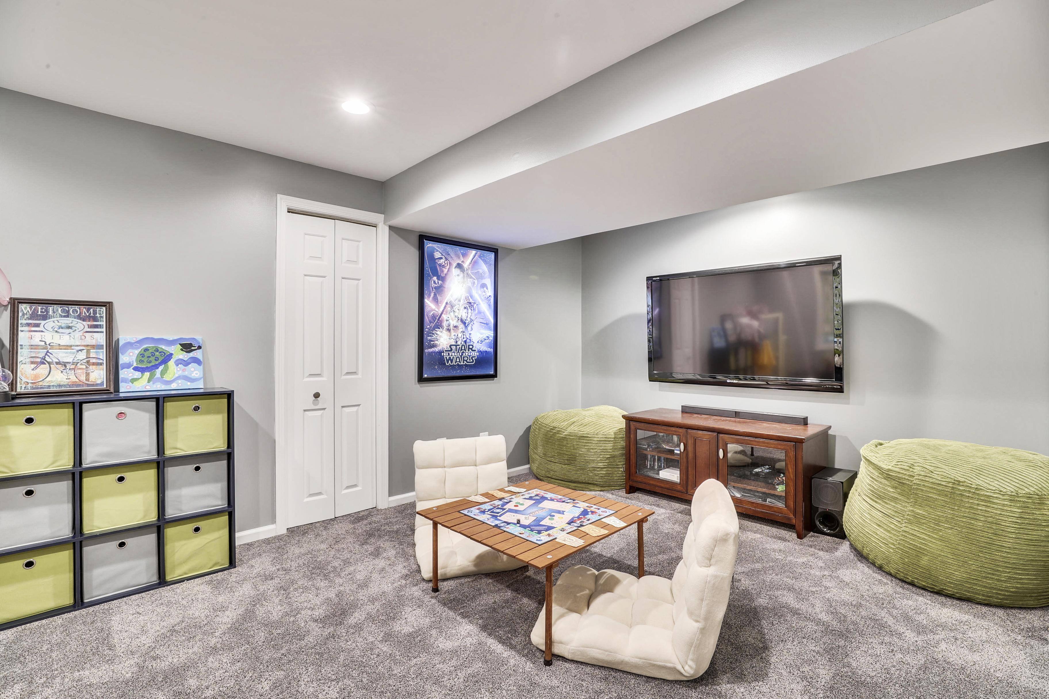 Interior-Recreation Room-12I6882