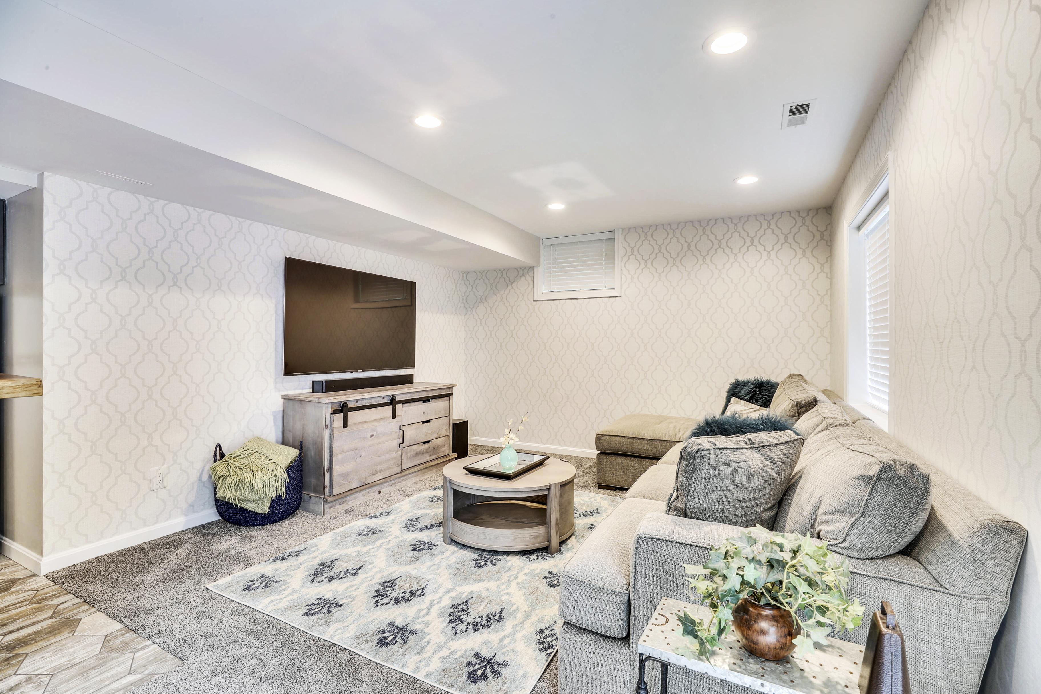 Interior-Sitting Area-12I6807