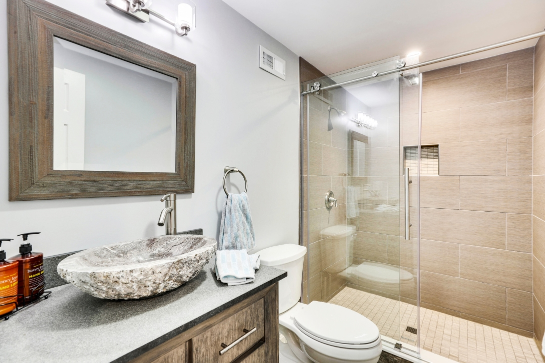 Lower Level-Bath-12I1284