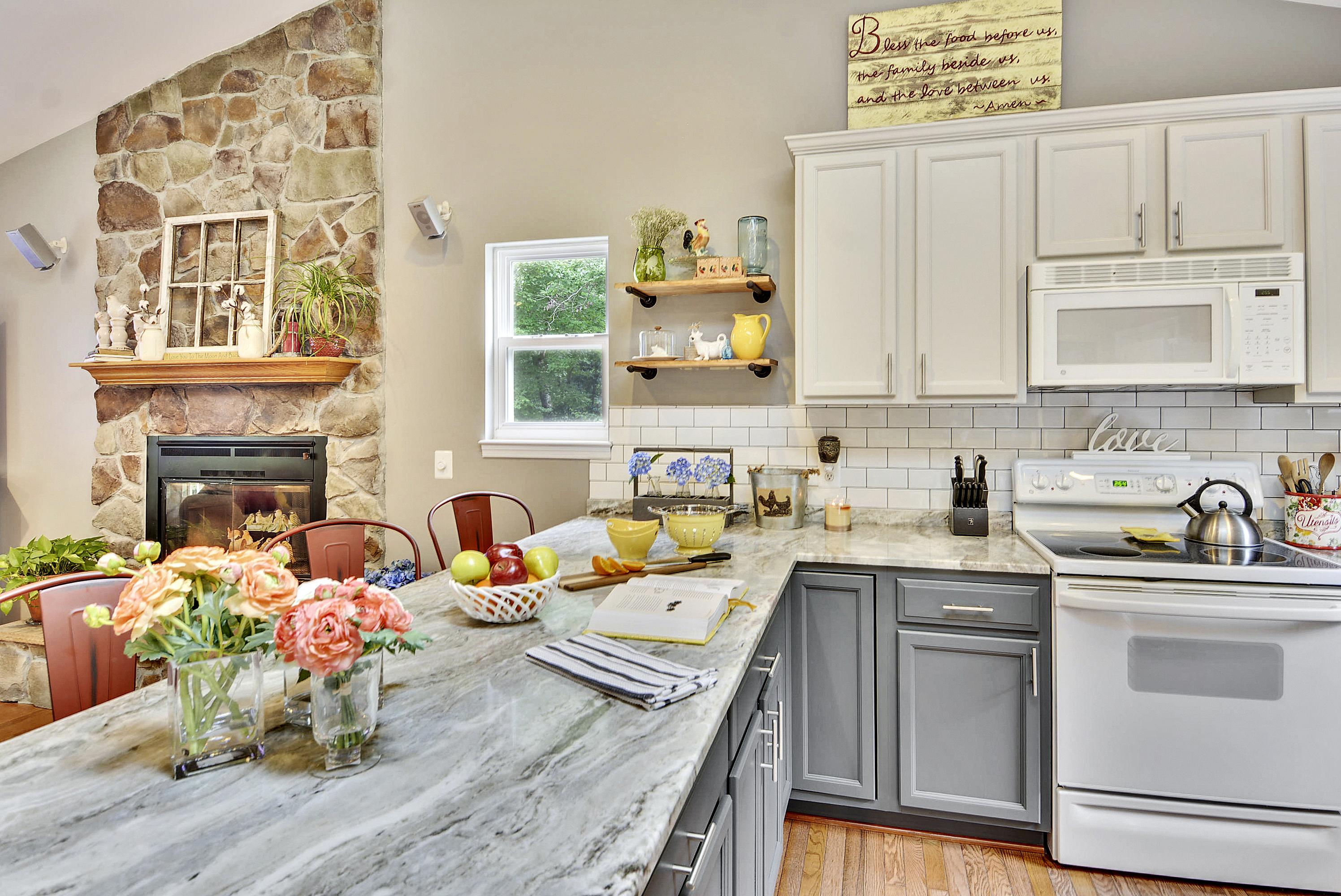 Main Level-Kitchen-DSC3180