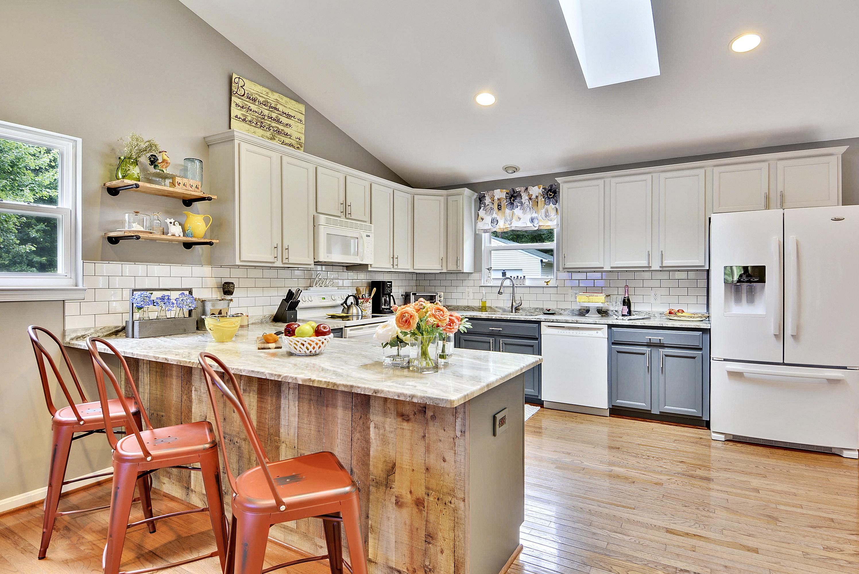 Main Level-Kitchen-DSC3190