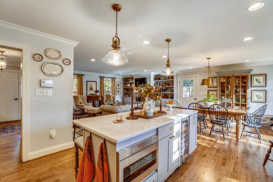 Main Level-Kitchen-S3A0041